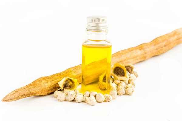 La máscara para los cabellos con la miel y el aceite de coco