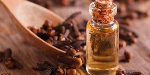 beneficios del aceite esencial de clavo